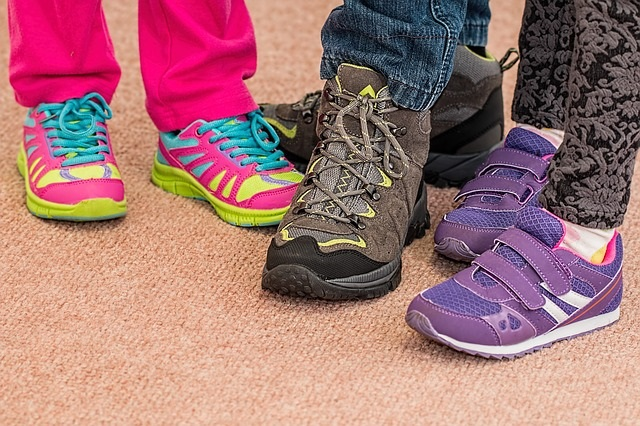 How to choose the suitable kid shoes